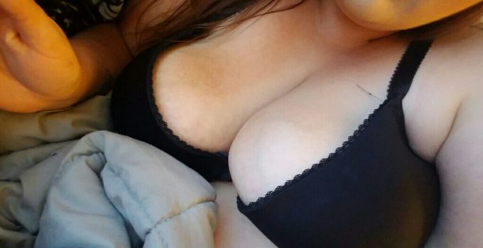 Mégane coquine aux formes sexy