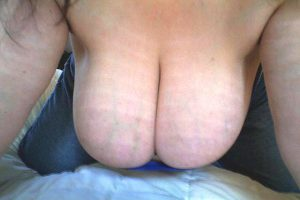 Mes énormes seins topless