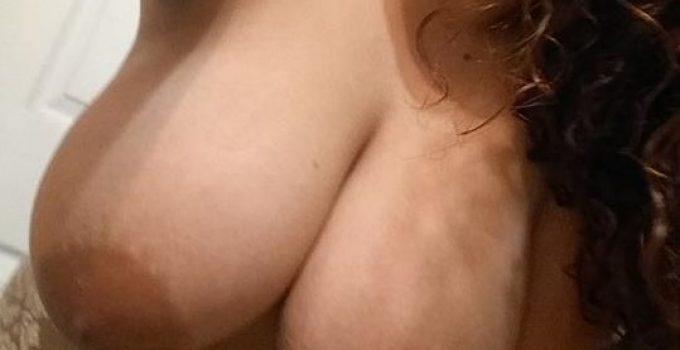 Selfie grosse paire de seins