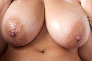 Mes gros seins généreux