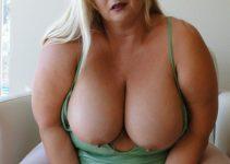 Moi seins nus très chaude