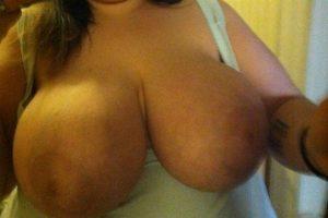 Coquine seins nus pour plans sexe
