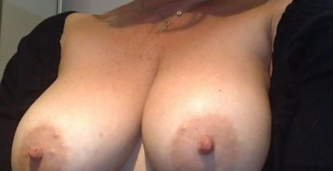 Coquine je montre mes seins